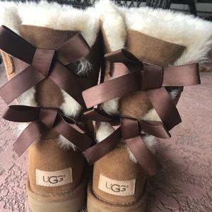 🚨 like new UGG Bailey Bow Boot II (2) 🚨